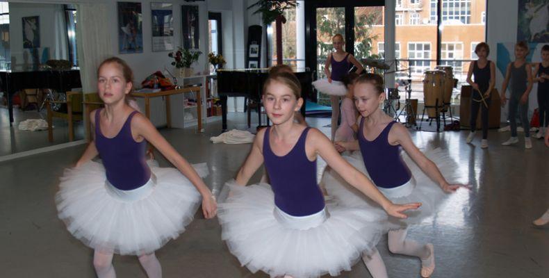 10-4-det-kgl-teaters-balletskole02CDA5CC-4221-D1A8-BBE5-91793A4E9F36.jpg