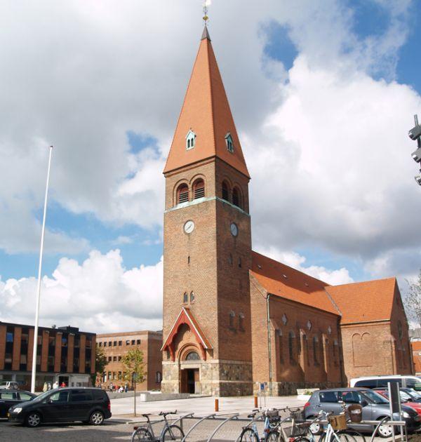 6-8-holstebro-kirke4079CCB7-600A-6CC0-BED5-907D16C222A9.jpg