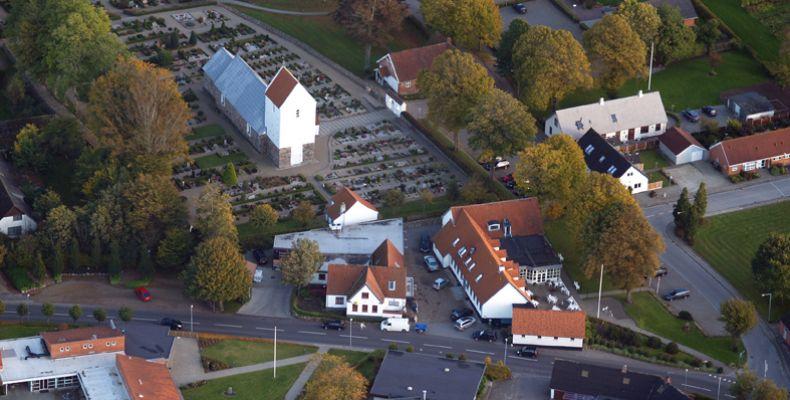 7-5-sevel-kro-kirke-og-koebmand83CECBD2-0F86-72B2-23E3-3252FE74BCA7.jpg